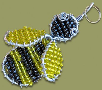 african-beaded-bee-keyring2